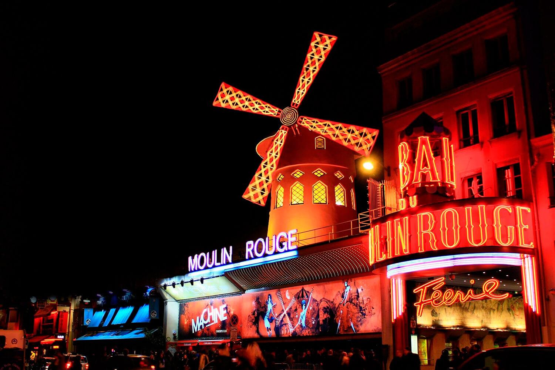Rótulos de neón en el Moulin Rouge