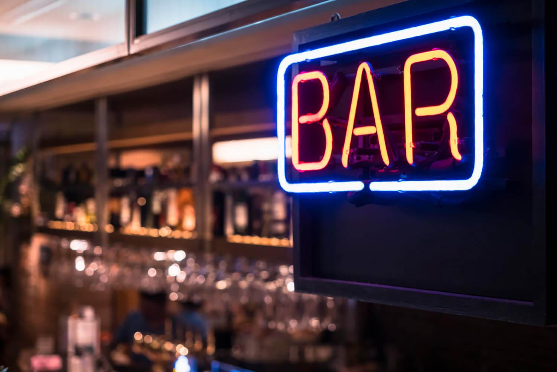 Letras corpóreas vintage para un bar